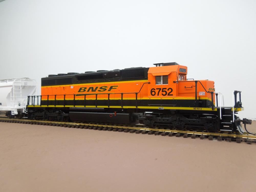 BNSF 6752 - Kato SD40-2